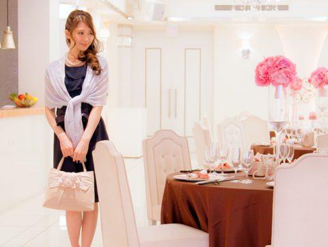 最近の結婚式バッグはちょっと大きめが人気。