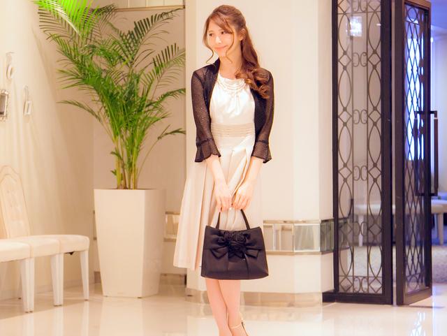 大人女子のための結婚式バッグ選びのコツやマナー/ローズモチーフのハンドバッグ
