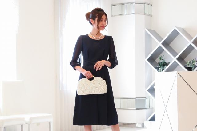 美しい透け感が魅力!シフォン袖のドレス