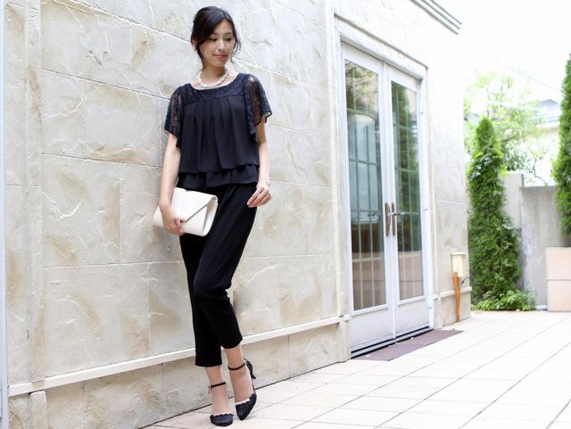 レース袖がおしゃれなブラックパンツドレス