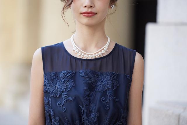 結婚式の参列に!トレンド感あるドレスを選ぶポイント2:シースルー