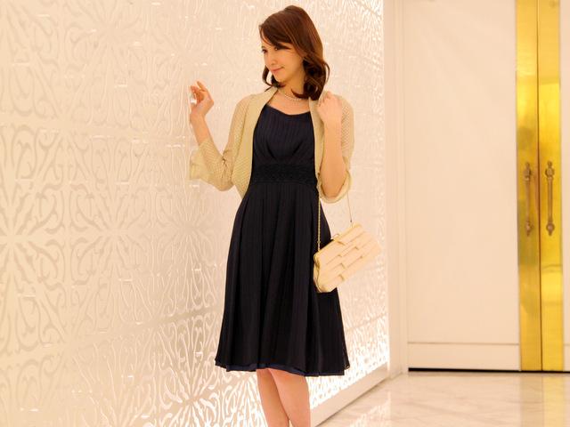ストライプ柄のドレスは着痩せ効果に有効