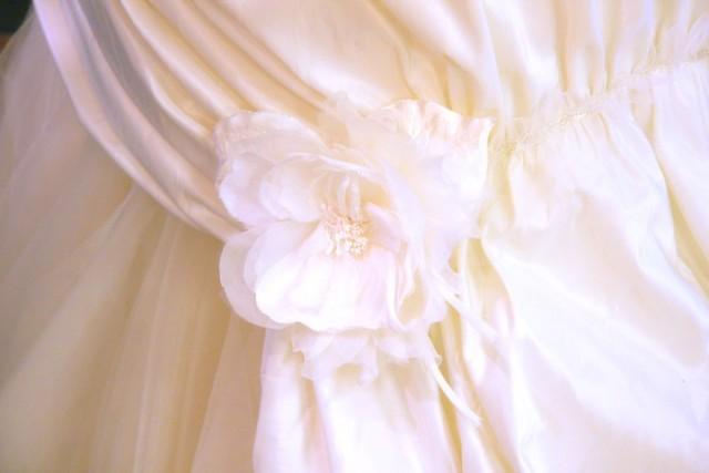 結婚式のお呼ばれに白ドレスはタブー