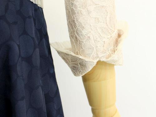 ちょっと長めの袖丈でも折り返しが簡単にできれば、様々なシーンに着回しが可能。
