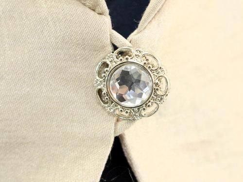 ここがポイント!結婚式のジャケットにはボタンもおしゃれなものを!