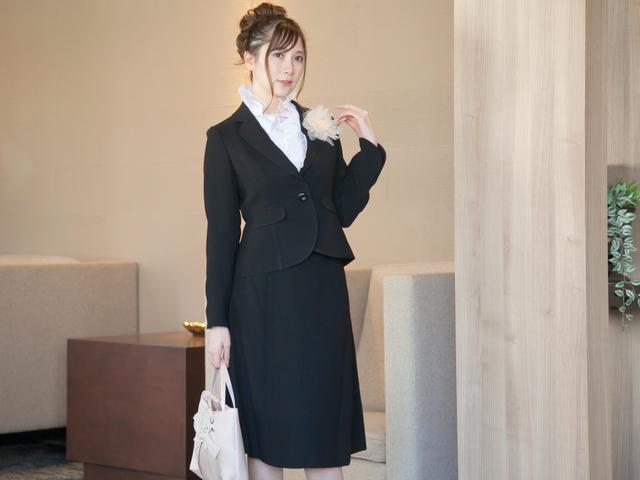 50代母親の卒業式スーツで人気のブラックスーツ