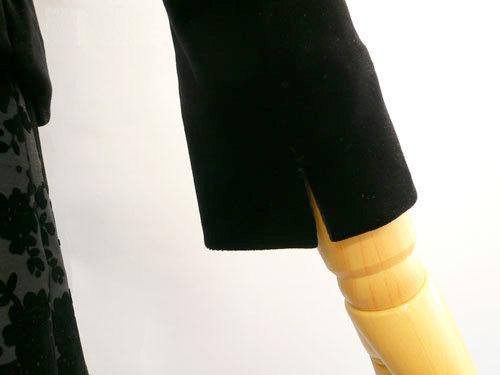 浅めのスリットでさりげなく折り返しての着用が可能なベロアジャケット