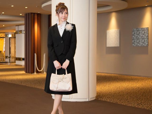 創立記念パーティーや株主総会などビジネスシーンで指定されることが多いドレスコードです。
