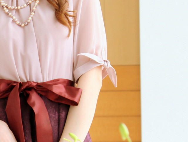 袖リボンがキュートなコンビドレスの詳細画像
