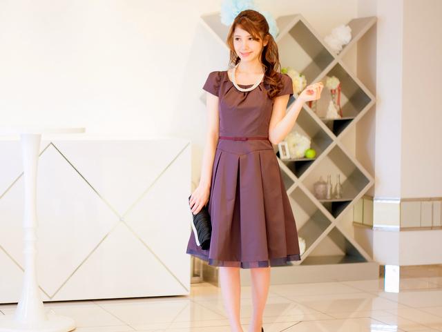 憧れのプリンセスシルエットをちょっと大人の雰囲気で着こなせるドレス