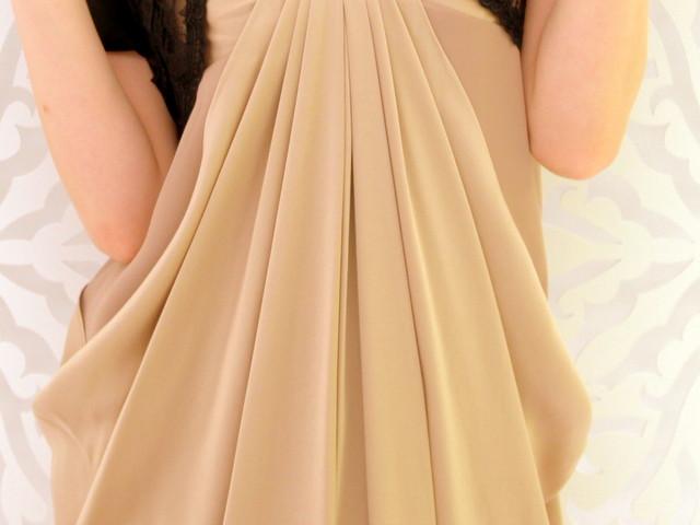 サイドに流れるドレープラインがおしゃれなヴィンテージサテンのドレスの詳細画像