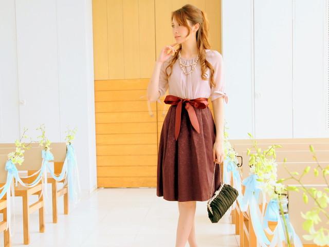 1枚で完成する上品なスタイリング・・・袖リボンがキュートなコンビドレス