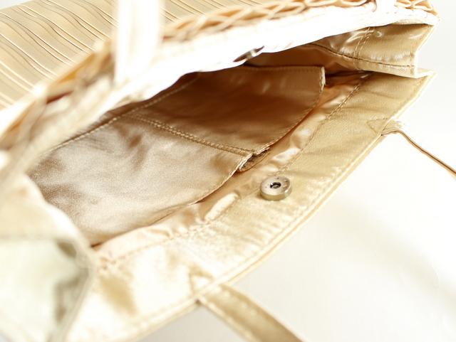顔合わせには、たっぷり入るバッグがオススメ/リボン付コンパクトプリーツバッグ