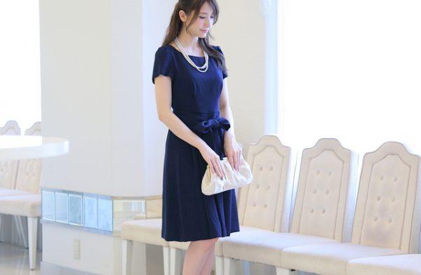 謝恩会や卒業パーティーのドレスに最適!ネイビーブルーが魅力的なドレス