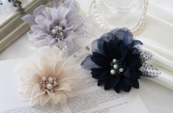 結婚式やセレモニーに最適なコサージュの選び方