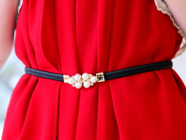 友達の結婚式ドレス 20代 30代 ローズレッド