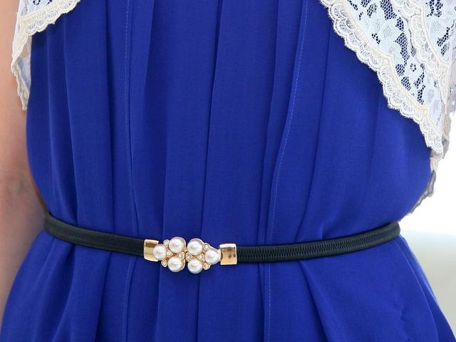 友達の結婚式ドレス 20代 30代 ロイヤルブルー