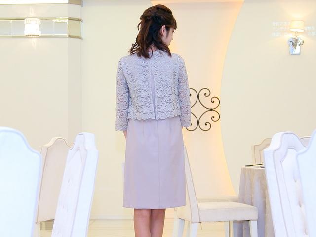 友達の結婚式ドレス 20代 スモーキーピンク