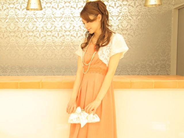 友達の結婚式ドレス 20代 30代 オレンジ