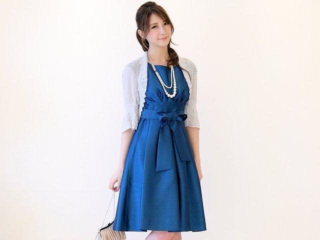 明るめボレロが映えるブルー系のドレス