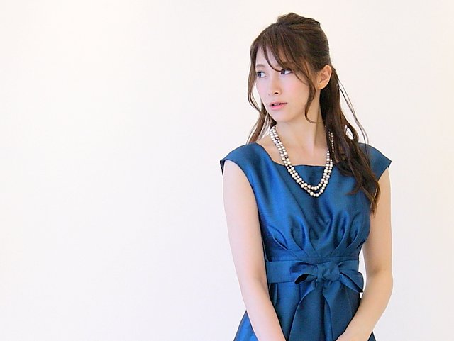 友人の結婚式に最適なブルーのドレス
