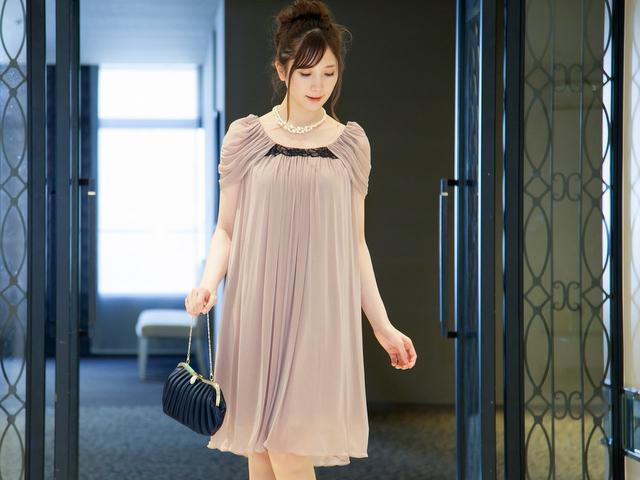 落ち着いたクラシックピンクのドレス