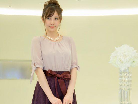 結婚式のワンピースはこれで決まり!人気の袖ありドレス8選