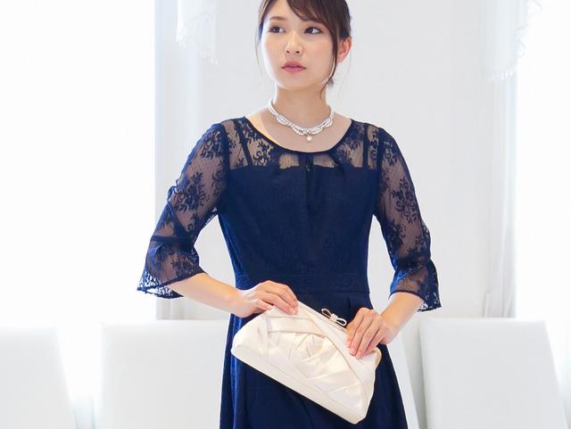 ほどよい透け感が絶妙!チュールレースの長袖ドレス