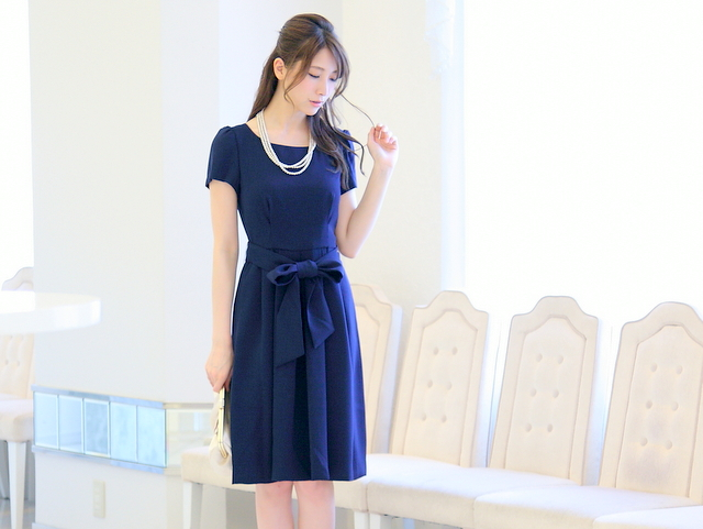 プリンセスラインのクラシカルドレス(ネイビーブルー)