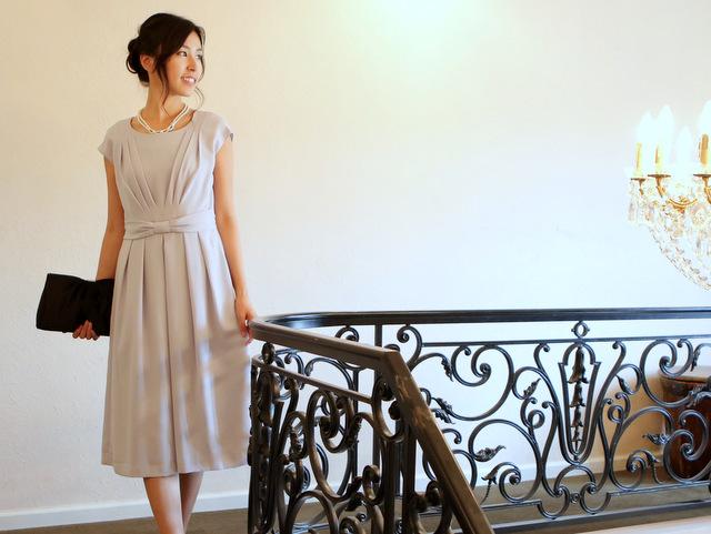 サックスブルーが魅力的なロングドレス