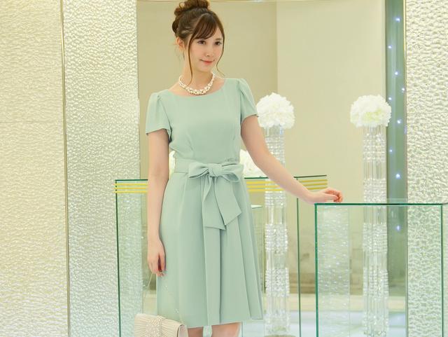 謝恩会や卒業パーティーに最適なグリーンのドレス