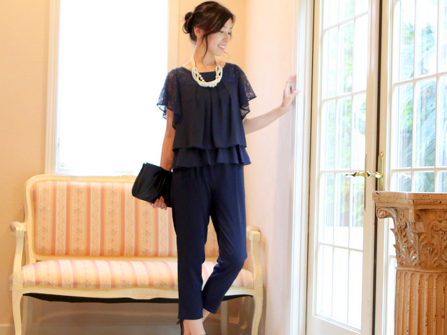 クールなパンツドレスは、シンプル派の人から支持されているデザイン。