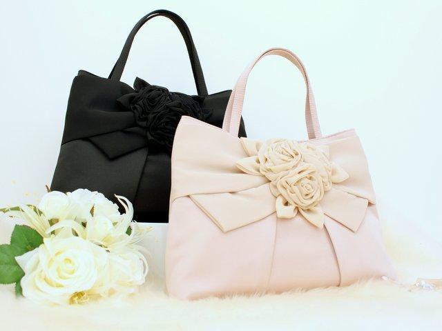 入学式も結婚式も兼用できる! ローズモチーフのハンドバッグ