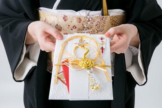 結婚式当日のご祝儀袋を渡すときにもマナーがある
