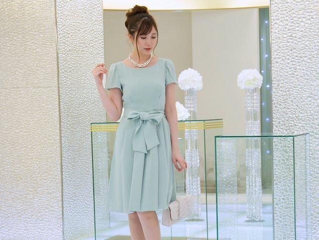シンプルなタックフレアドレスを淡いグリーンで!