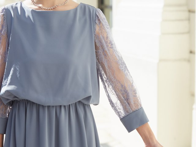 繊細なレーススリーブが上品な雰囲気♪1枚で着られる長袖ドレスがやっぱり便利。