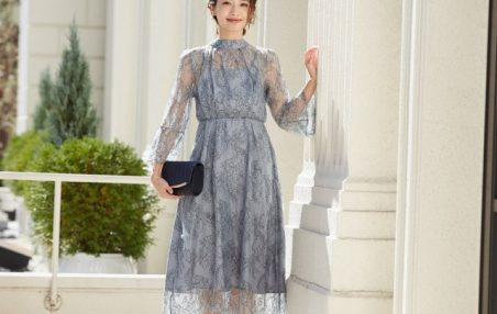 パーティーで注目を集める、配色レースのアンティークドレス